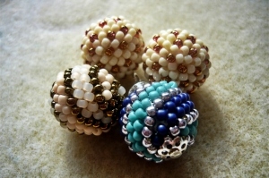 Qrkoko.pl - Kulki koralikowe - wzór w kropki i paski